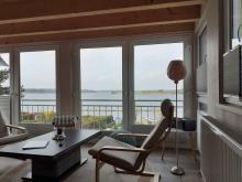 Wohnbereich der Ferienwohnung 4 im Obergeschoss des Anbaus mit Meerblick