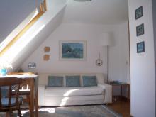 Wohnbereich der Ferienwohnung 2 mit Atelier-Schleiblick.